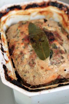 Salé - Terrine de poulet à préparer à l'avance, goûteuse et facile. Ingrédients : 600 g de blancs de poulet-200 g veau haché-200 g chair à saucisse-200 g de farce à légumes-100 g allumettes bacon-3 oeufs entiers-2 càs ciboulette-4 càs persil haché-40 g pistaches non salées-10 cl Porto-sel, poivre, piment Espelette- 1 càc baies roses-2 feuilles laurier.  Photo en cours de préparation : http://blogs.cotemaison.fr/torchons-serviettes/wp-content/blogs.dir/813/files/2011/06/terrine-poulet.jpg
