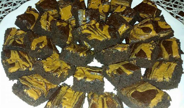 Pitadas De Açúcar...: Brownies de chocolate negro e manteiga de amendoim...