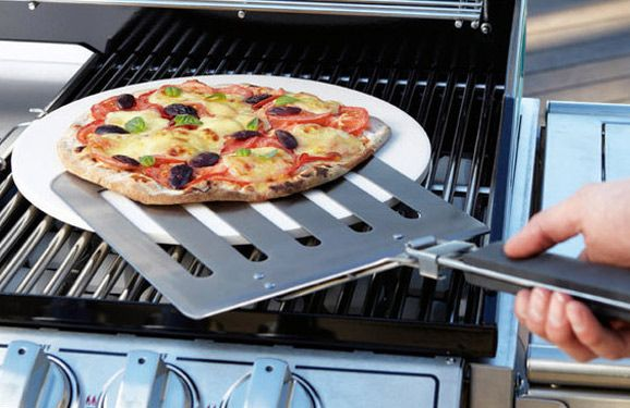 Bar-B-Chef Pizza Stone with Spatula - make the perfect gourmet pizza at home in your hooded BBQ!