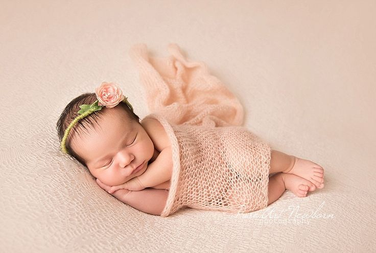 Melbourne newborn photography specializing in newborn photography offering high quality creative and artistic newborn photography experience