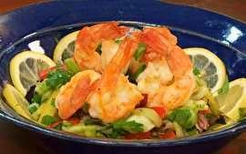 Inspirao na cozinha moçambicana, Olivier vai a Bocaína e prepara um prato delicioso de salada com frutos do mar.