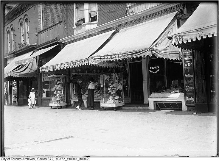 322 Queen Street West in 1916   #toronto #history #photography