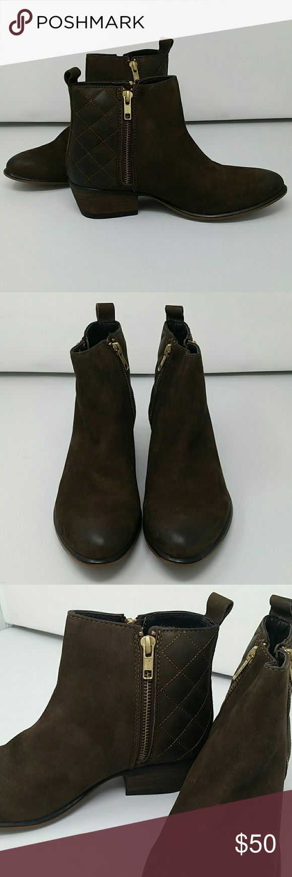New Steve Madden Brown Suede Ankle Boots Sz 6 New in box Steve Madden ankle boots! Any distressing comes from being in a shoe store, but they've never been worn out and come still in the box! Great for fall! Steve Madden Shoes Ankle Boots & Booties