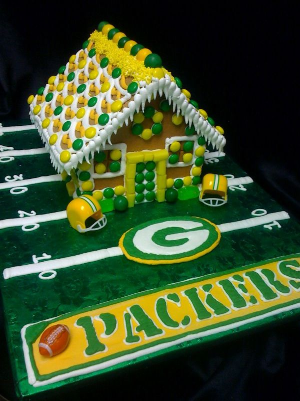 Green Bay Packers Gingerbread House Wish I was creative enough to do this...or knew someone who could do this. WAY COOL!!!