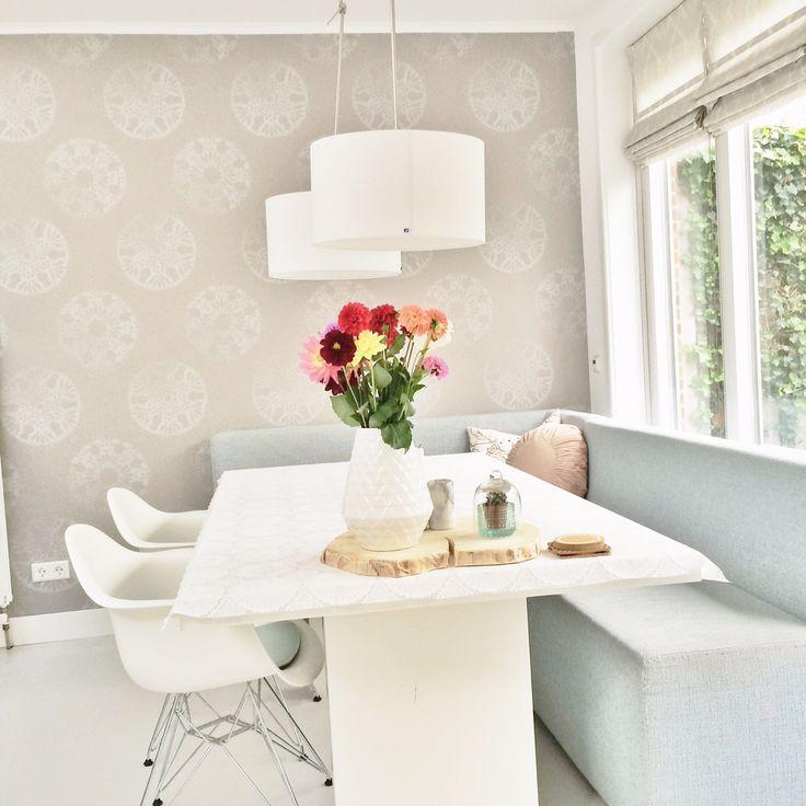 http://www.inspiratie-interieur.nl/laura-en-haar-gezin-in-hun-prachtige-jaren-30-woning/