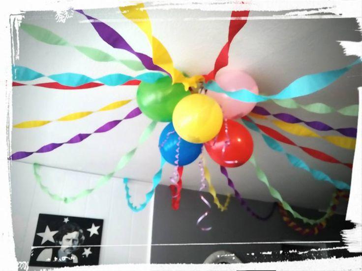 Décoration anniversaire papier crépon, ballon, arc en ciel