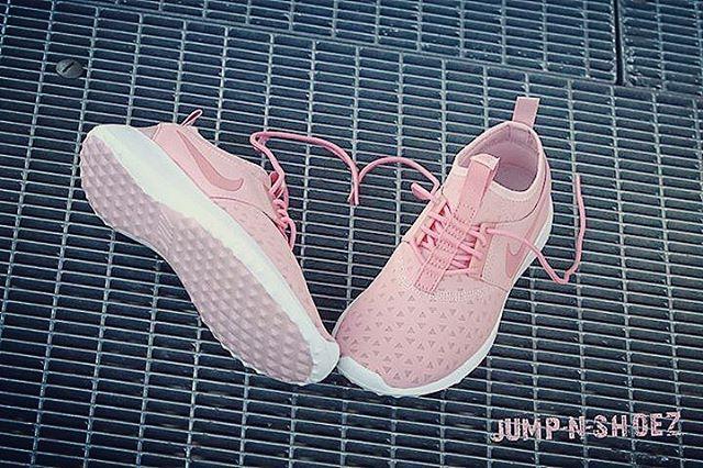 Ladies ! Wir haben da was feines für euch. Nike Juvenate in sheen Rosa für 89,95€. Kann das Frühjahr besser anfangen frag ich euch?  Neu bei uns online und instore in deinem Jumpnshoez - Store Landau und Hauenstein  www.jumpnshoez.de  #kicks #sneakerlove #jumpnshoez #kickstagram #sneakerfreaker #juvenate #nike