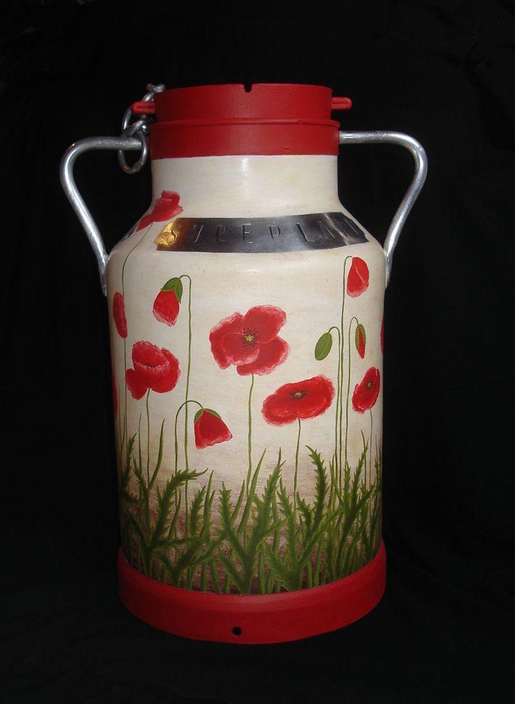 sur commande bidon lait ancien peint coquelicots rouges accessoires de maison par atelier. Black Bedroom Furniture Sets. Home Design Ideas