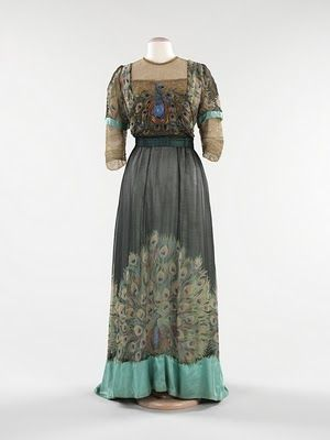 Love this vintage dress and the colors.