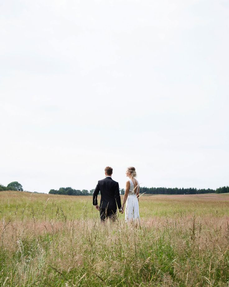 The wedding of designer and artist Silke Bonde. A nordic wedding in the middle of the forrest. Bright & simple. Invitations and menucards made with watercolors by Silke Bonde.