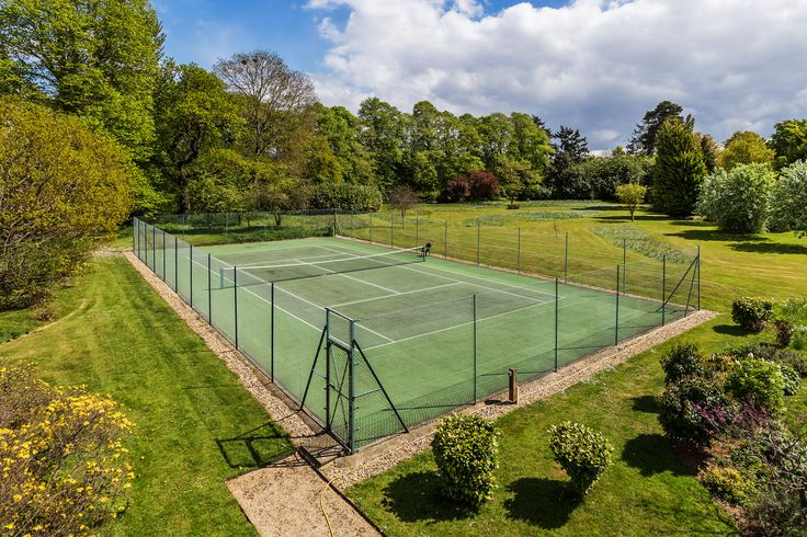 For keen tennis players the beautiful court at Bradstone Brook in Shalford will mean you can practise your Wimbledon serve. Marketed by Grantley, link in bio #tenniscourt #grantley #sunny #home #countryside #guildford #shalford