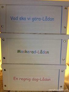 """DIY Gör lådor där du samlar saker för t.ex.""""vad ska vi göra-lådan"""", """"Maskerad-lådan"""" och """"en regnig dag-lådan"""". Pyssel till barn"""