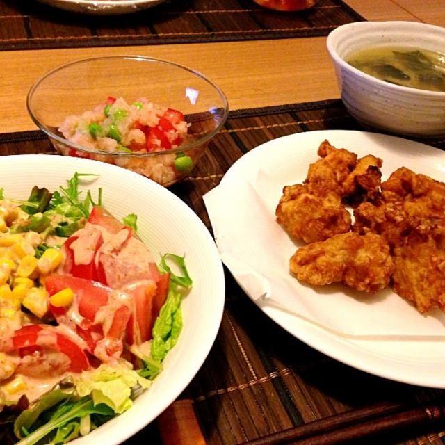 トマトばっかりになっちゃった(*^_^*) - 23件のもぐもぐ - 鶏の唐揚げ、コーン&トマトサラダ、枝豆とトマトのおろし和え、小松菜と豆腐の味噌汁 by usaco123