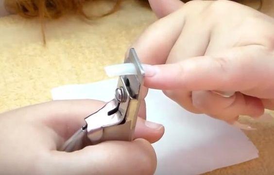 Cómo hacer uñas de gel en casa, hacer uñas de gel cortar tips.   #uñasdecoradas #decoratednails #uñassencillas