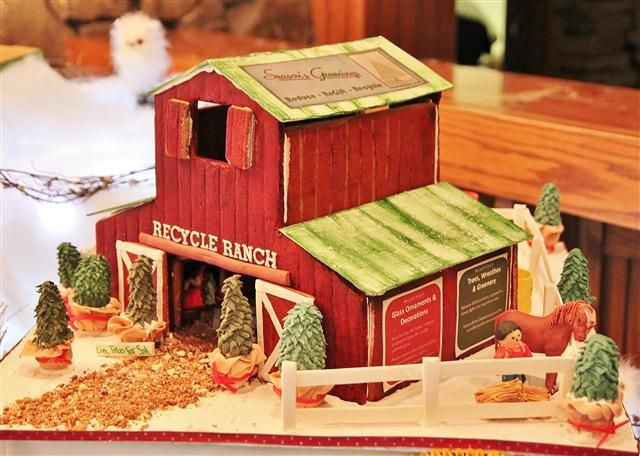 1030 best gingerbread house images on pinterest for Gingerbread house themes