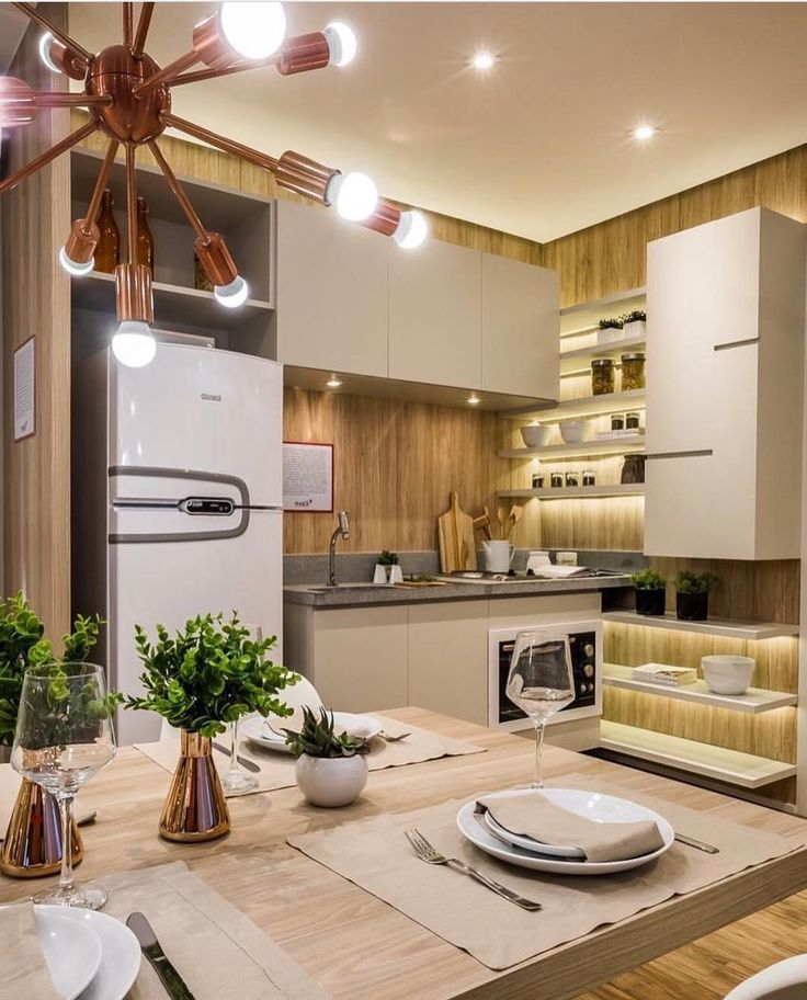 Cores claras madeira e uma iluminação bem planejada se destacam nesta cozinha compacta e linda by Claudia Albertini. Amei! @pontodecor Via @maisdecor_ www.homeidea.com.br Face: /homeidea Pinterest: Home Idea #homeidea #olioliteam #arquitetura #ambiente #archdecor #archdesign #projeto #homestyle #home #homedecor #pontodecor #homedesign #photooftheday #love #interiordesign #interiores #iluminacao #picoftheday #decoration #revestimento #decoracao #architecture #archdaily #inspiration #project