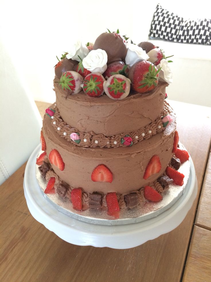 Rather hurried and not thought out chocolate cake!