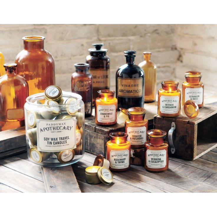 Bougie parfumée Apothecary en jarre / bouteille d'apothicaire par Paddywax. Des parfums originaux dans des flacons en verre ambré.