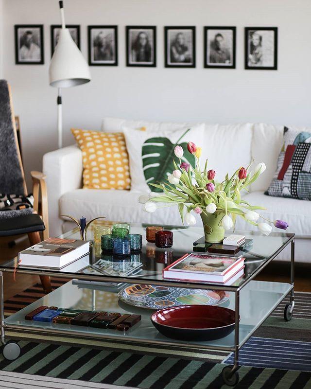 WEBSTA @ mitt60talshus - Det finns alltid plats för tulpaner i februari. #mitt60talshus #vardagsrum #livingroom #interior #interior4all #interiordecoration #interiorforinspo #interiorforyou #roomforinspo #interiordesign #swedishhome #scandinavianhome #iittala #kastehelmi #svensktenn #tulips #ikea #soffbord #inredning