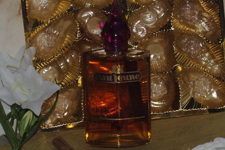 """Zelfgemaakte foto van het parfum """"Eau Jeune, L'oientale"""""""