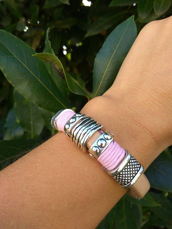 Women pink bracelet Chic leather bracelet Thick leather #pinkbracelet #girlybracelet #pinkjewelry #womenjewelry #womenbracelets #leatherbracelet #leatherbraceletwoman #womensleatherbracelet