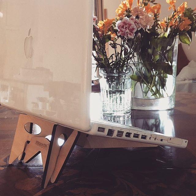 Thanks to Casa Spazio, Palermo for this nice shot 😊💐 KOLIBRI laptop & tablet stand: http://cremacaffedesign.com/kolibri/  #cremacaffedesign #kolibristand #macbook  #casaspazio #palermo #design #laptopstand