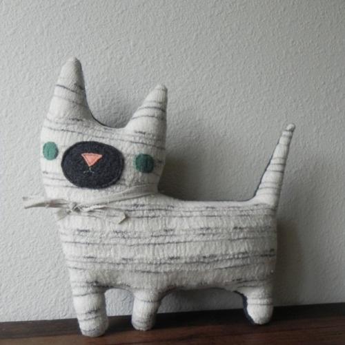 Animal Pillow Pinterest : Pin by Lara Rouse on For Pixie Pinterest Animals, Animal pillows and Pillows