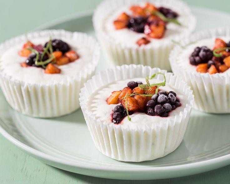 Coupelles de yogourt glacé aux nectarines et aux mûres