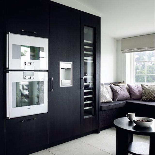 I årenes løp har vi fått lov å levere mange flotte kjøkken til våre kunder. En titt i bildearkivet er alltid spennende og inspirerende. Dette kjøkkenet ligger rett utenfor Oslo. Her er det mye lys og flott utsikt  #kjøkken #kitchen #kvanum #kvänum #kvanumoslo #brahe #röktek #høyskapsvegg #sittebenk #gaggenau #hvitevarer #interiormilk #passion4interior #interior4all #lohne_interior84 #myinteriortips #interior_to_inspire #roominterior #interior125 #interiorandgarden #interiorandme…