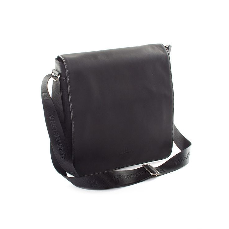 #taška #pánové Černá pánská taška Hexagona s koženou klopou a úchyty. Uvnitř – kapsa na zip, dvě kapsy bez zipu. Zepředu – pod klopnou je kapsa bez zipu a na zip. Zezadu - kapsa na cvoček. Součástí je nastavitelný popruh (nylon). Do tašky se vleze formát A4. Do tašky se vleze notebook nebo tablet s max. rozměrem formátu A4.
