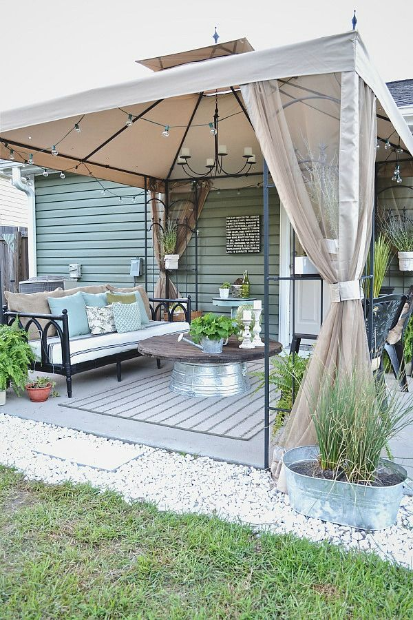 Hometalk :: Back Patio Makeover (side of garage? patio next to living room?)