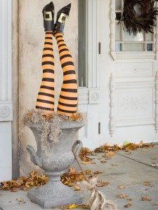 Spooky, Eerie Outdoor Halloween Decor - House on the Way