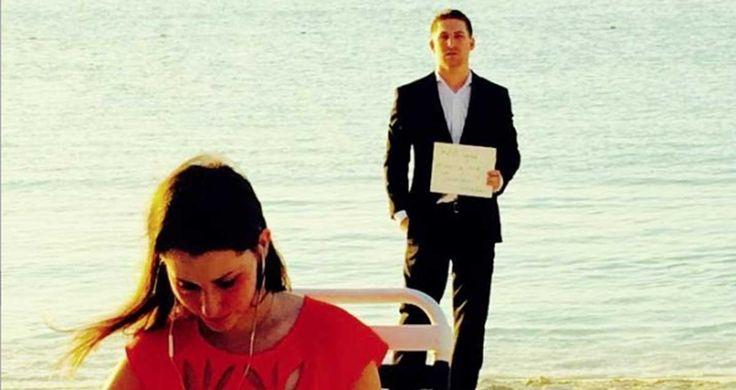 Un hombre le pidió matrimonio a su pareja durante 1 año, sin que ella se diera cuenta
