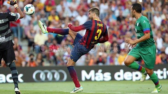 FC Barcelona 7-0 Levante | FC Barcelona, Piqué despejándo. [18.08.13]
