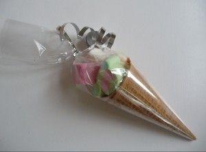 Een lekker ijsje om op te trakteren. Een spekjes ijsje! en smelt niet! Evt lipglosje erin.