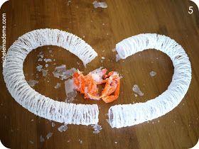 Echa un vistazo a esta forma creativa de hacer ofrenda floral en forma de corazón de los globos.  Usted puede optar por utilizar hilo ...