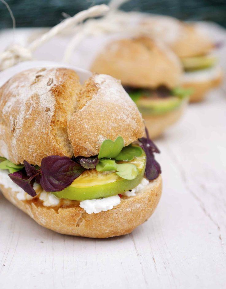 Sandwich mit Ziegenkäse und Feigen
