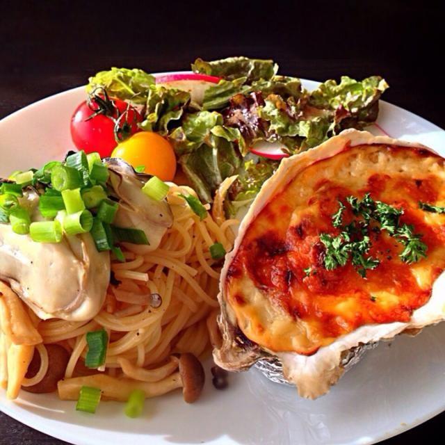 仙台・松島旅行のお土産で買ってきた牡蠣でランチ♡ - 235件のもぐもぐ - ⭐️牡蠣の和風バターパスタ ⭐️牡蠣の味噌グラタン ⭐️野菜サラダ すりおろし玉ねぎドレッシング by よっちぃ