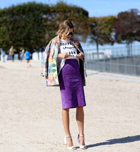 Porter la jupe crayon violette