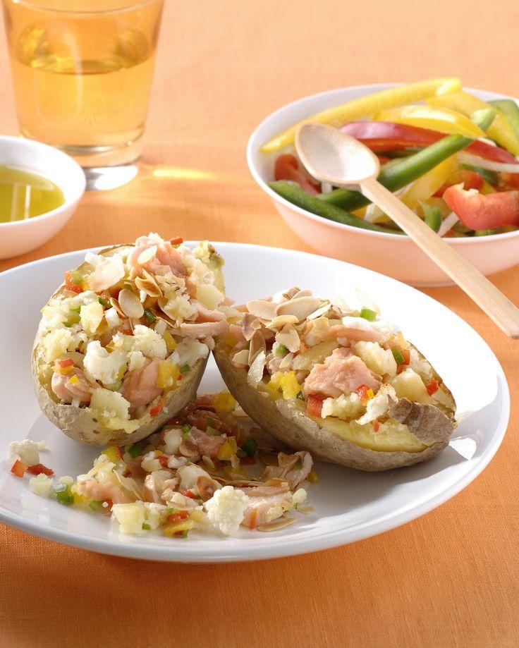 Gebakken aardappelen met vis, bloemkool en amandelen