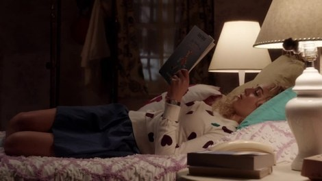 """Carrie's French Connection Hearts Sweater The Carrie Diaries Season 1, Episode 2: """"Lie with Me"""""""