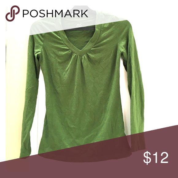 Green long sleeve v-neck top Green long sleeve v-neck top Apt. 9 Tops Tees - Long Sleeve