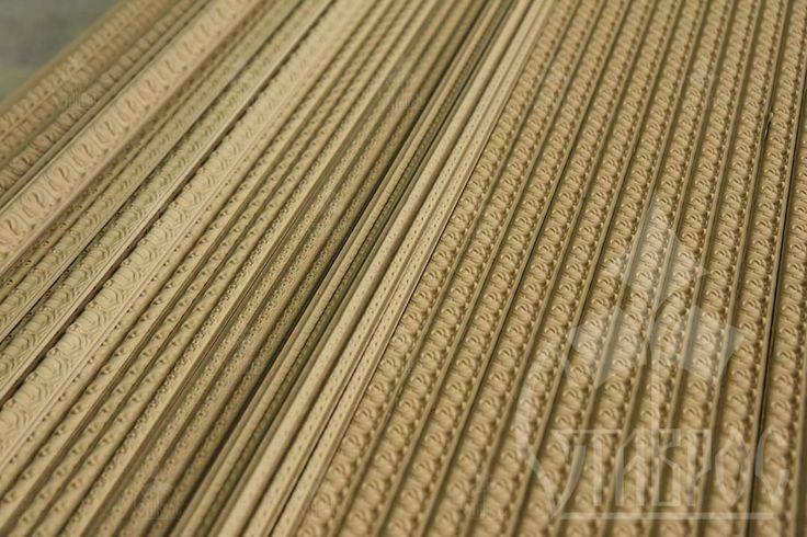 Декоративный погонаж из древесной пасты.  #декор #погонаж #молдинги #карнизы #дизайн #производство #паста #пульпа #декорирование #оформление Decorative mouldings made of wooden paste. #decor #design #pulp