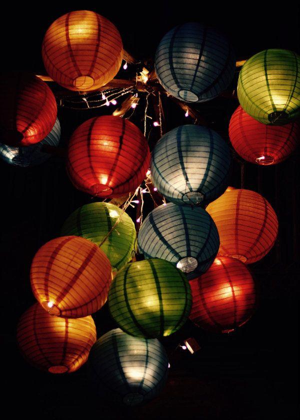 Décoration festival Rue et Vous. Lampions - photographie - couleur - lampes