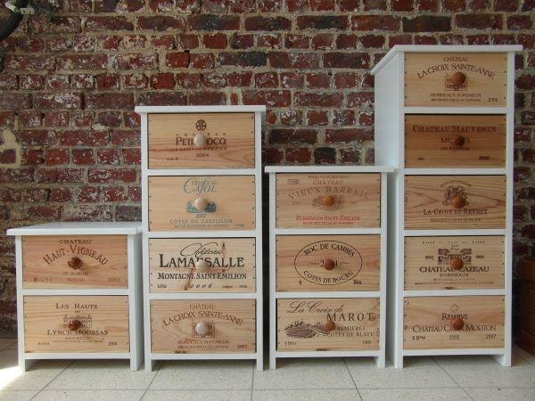 Meubles réalisés à partir de caisses de vin