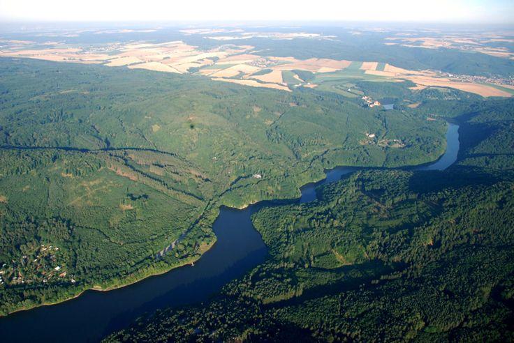 Brněnská přehrada z výšky 500 metrů