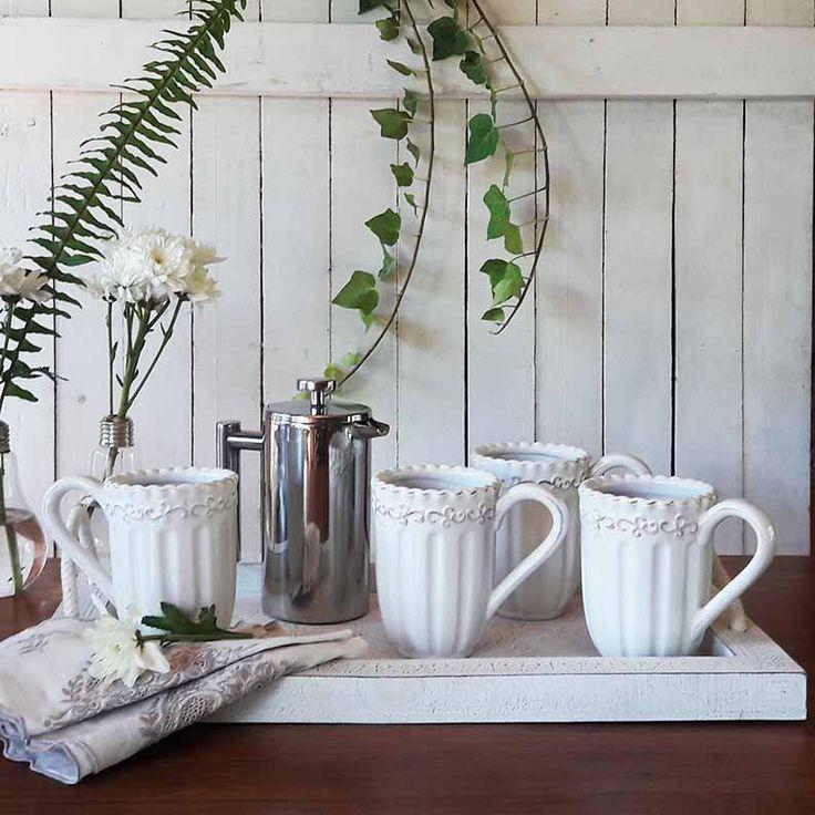 Perfecta combinación entre lo vintage y lo moderno. La cafetera es una pequeña maravilla que te acompaña a cualquier parte. Para lucirse! En nuestra tienda online www.labellezadelascosas.cl