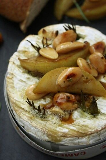 buckets of burlap Rosemary & Garlic Baked Camembert with Honey Glazed Pear & Almonds http://s.bhome.us/Pe92GYZa via bHome https://bhome.us