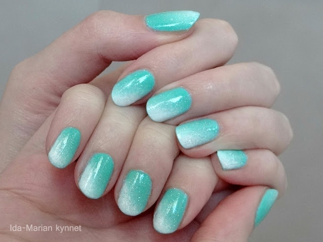 Ida-Marian kynnet / Turquoise and white gradient / #Nails #Nailart