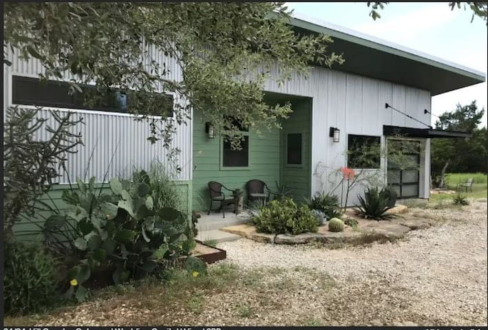 Dstx Hot Tub Views Social Distance 5 Acres Wifi Houses For Rent In Dripping Springs Texas United States In 2020 Dripping Springs Renting A House Pool Hot Tub